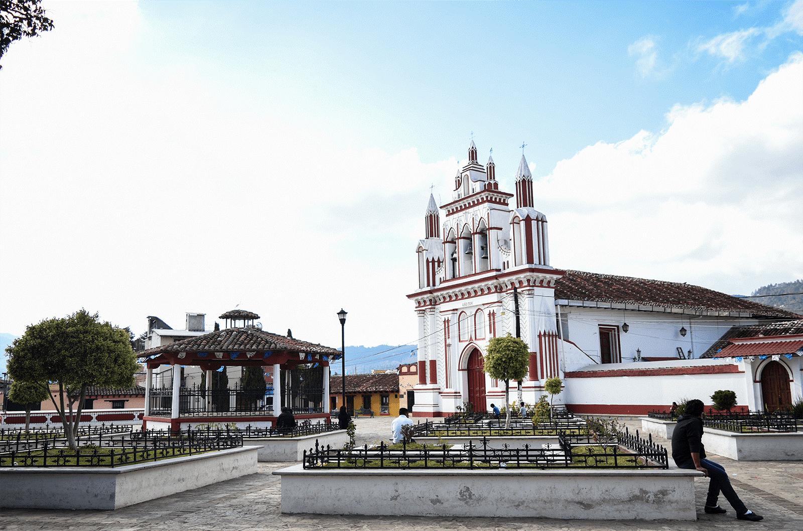 Una aproximación a las plazas actuales del Centro Histórico de San Cristóbal  de Las Casas, Chiapas / The current squares of the Historical Center in San  Cristóbal de Las Casas, Chiapas, an